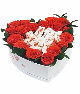 Gėlių dėžutė su Rafaello - Gėlių pristatymas į namus Kėdainiuose