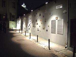 """Ekskursija Nuodėmių miestas"""" Vilniuje - Gėlių pristatymas į namus Panevėžyje"""