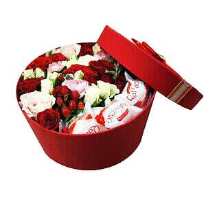 Gėlių dėžutė saldus bučinys - Gėlių pristatymas į namus Vilniuje