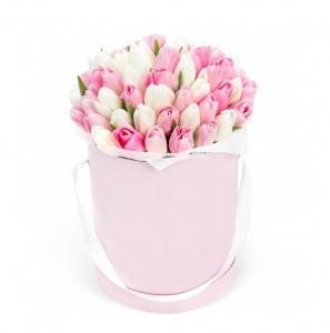 Meilės istorija tulpės dėžutėje - Gėlės į namus Mažeikiuose