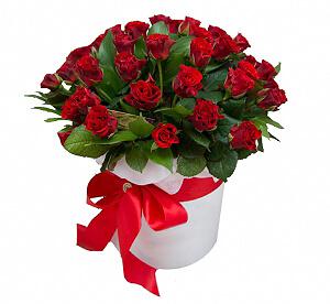 Raudonos rožės dėžutėje 35 - Gėlių pristatymas į namus Vilniuje