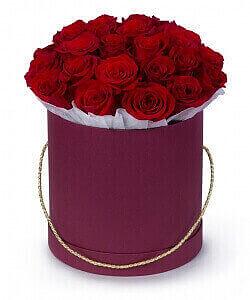 Raudonos rožės dėžutėje - Gėlės į namus Vilniuje